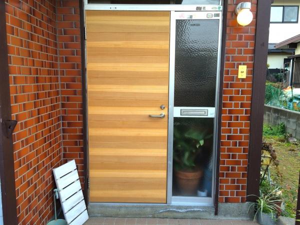 玄関ドア。