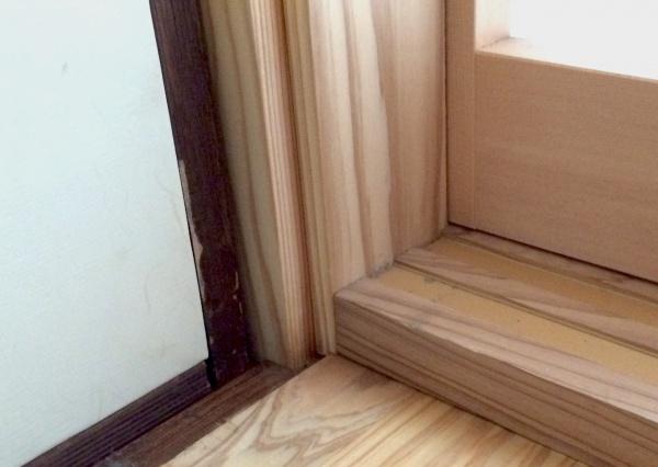 障子枠の足下、敷居の様子。
